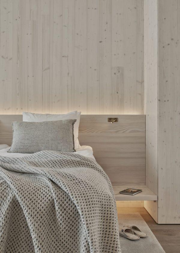 UniVillan tilat ja kauniit puuelementit.